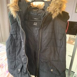 XL Aeropostale's black puffer vest